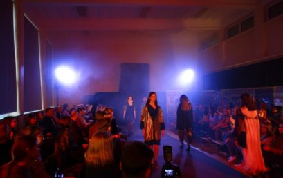 Pokaz mody i stylizacji modowych młodych projektantów